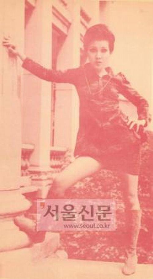 Yoon Bok Hee - miniskirt craze - Instiz - http://www.instiz.net/pt/3960928