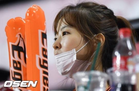 Image: Park Boyoung at baseball game