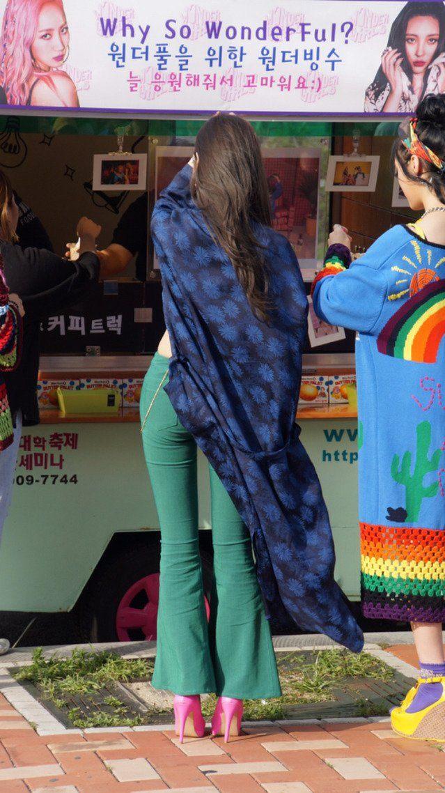 Sunmi wearing heels