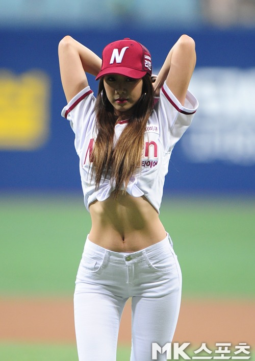 this idol may have the sexiest baseball pitch you ve ever