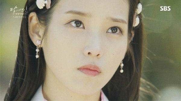 "Image: Screenshot of IU highlight the makeup worn on ""Moon Lovers: Scarlet Heart Ryeo"" / SBS"