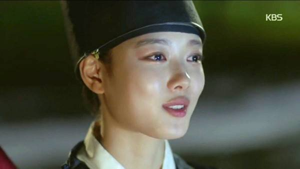 "Image: A close up of Kim Yoo Jung in her drama ""Moonlight Drawn by Clouds"" / KBS2"