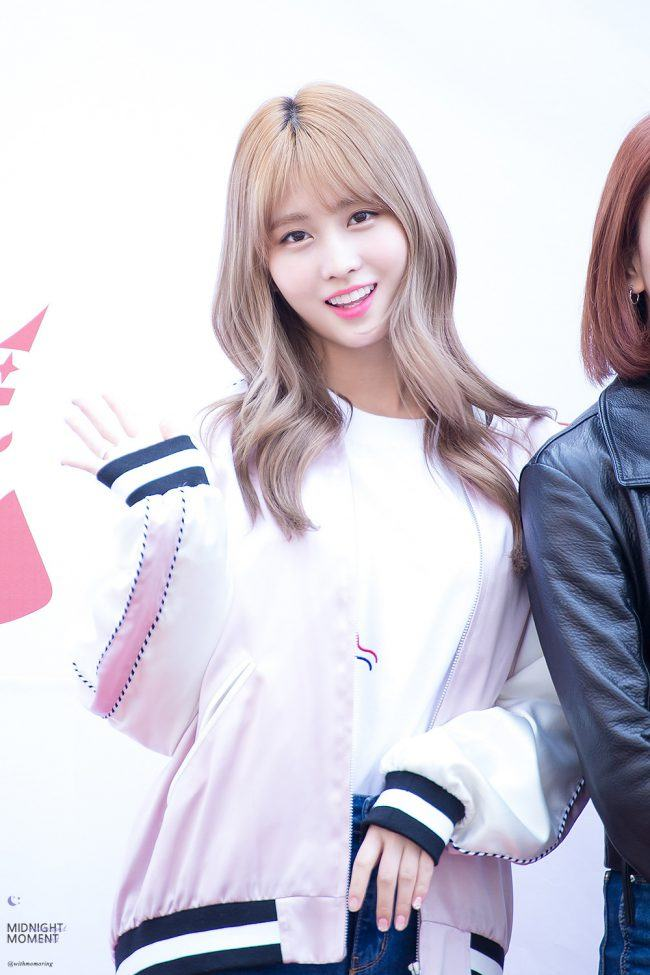 Image: Momo from TWICE wearing the same bomber as Seulgi / Fan taken by @withmomoring