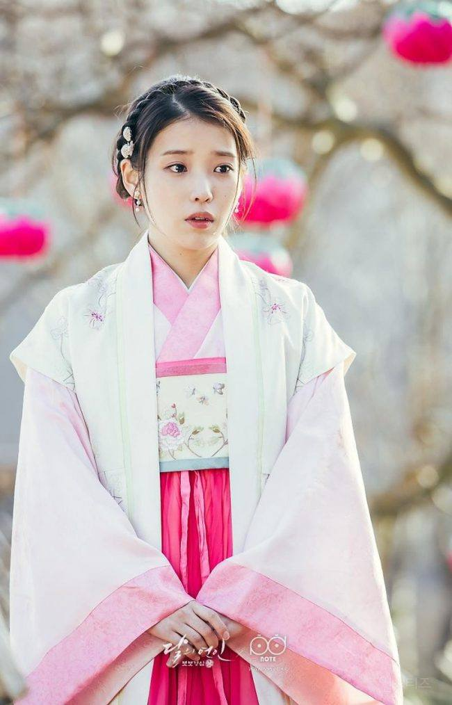 Iu S Traditional Styling Amplifies Her Beauty In Recent