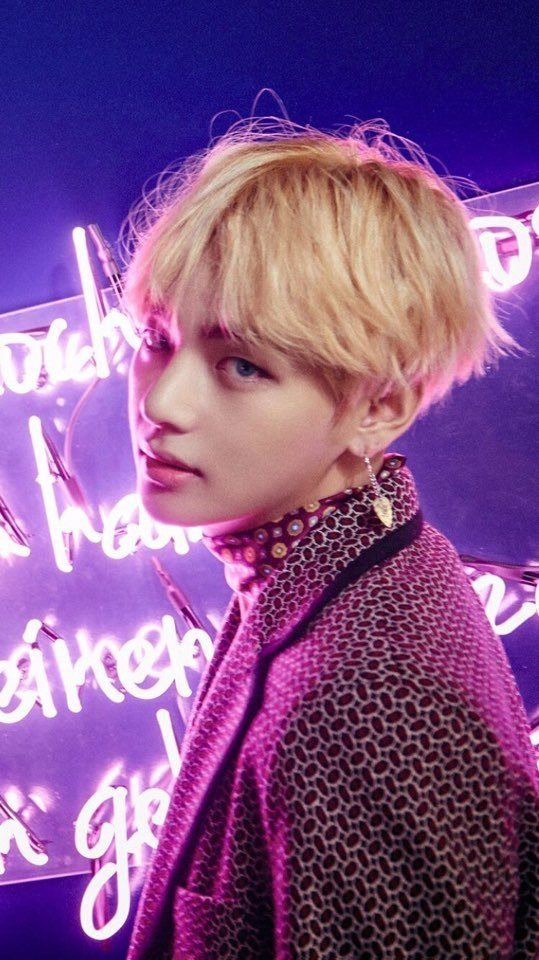 "BTS V teaser image for ""WINGS"" / Big Hit Entertainment"