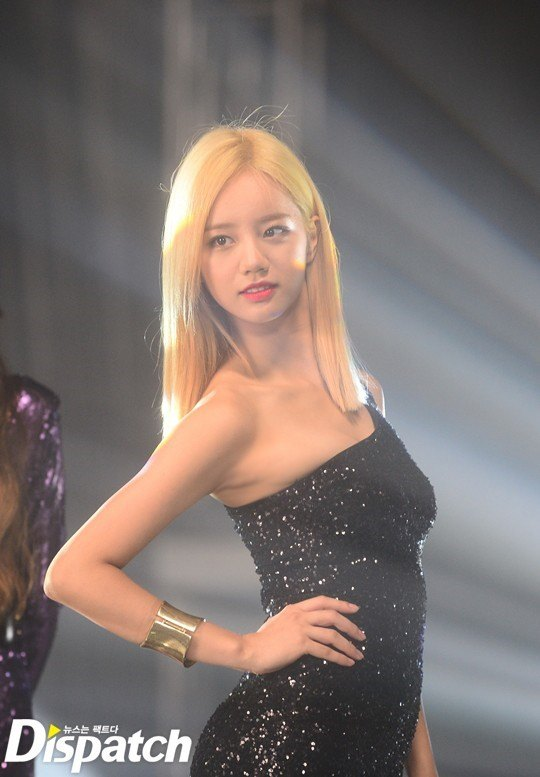 Hyeri seen with bleach blonde hair at the most recent CF music video filming with all Girl's Day members. / Dispatch