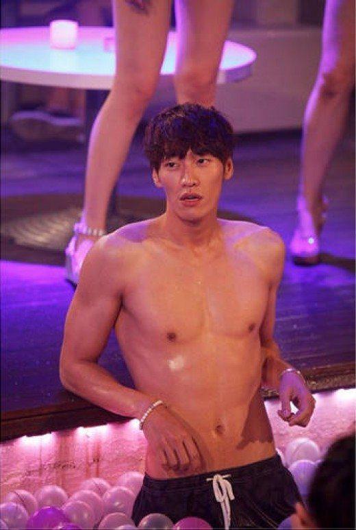 """Model-actor Kim Young Kwang for tvN drama, """"Nine Plus Boys"""". / YTN News"""
