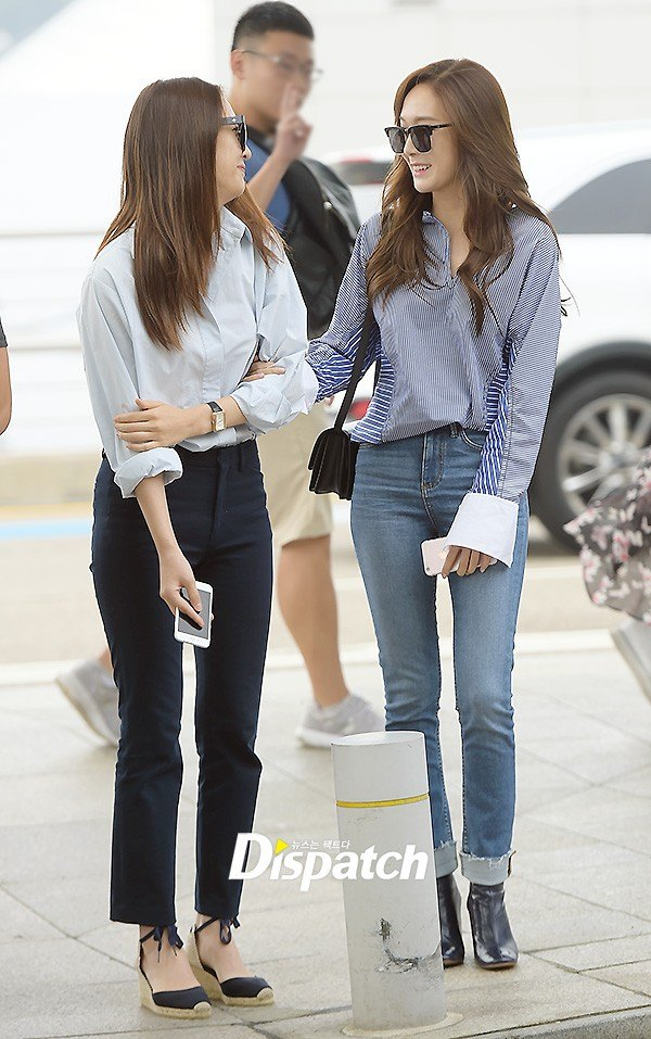 Jessica and Krystal at the airport / Dispatch