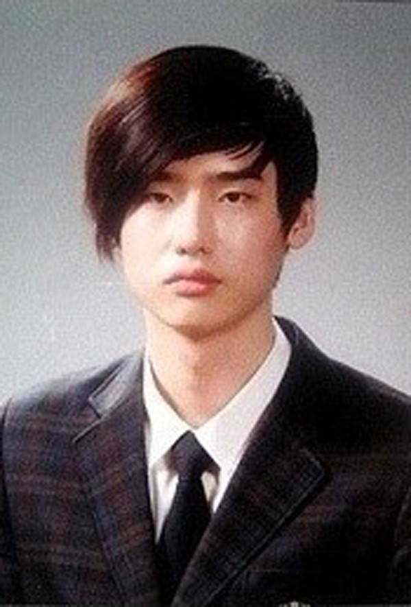 graduation-photo-lee-jong-suk
