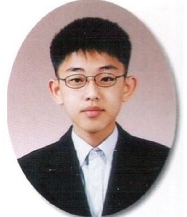 graduation-photo-yoo-ah-in