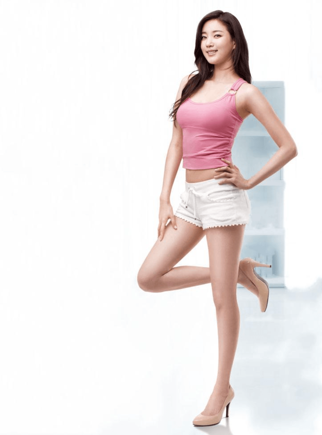 Actress Kim Sarang showing off her slim body in sexy white shorts and a pink tank top. / Duli