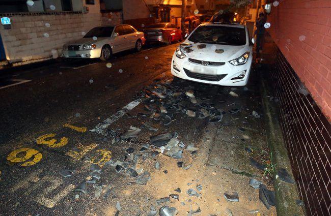 Image: Debris in the streets following a 5.8 earthquake in Gyeongju / Taken by Korea Times