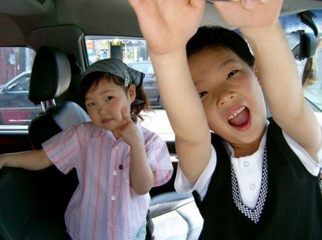 Akdong Musician (Childhood photo)/ Dispatch