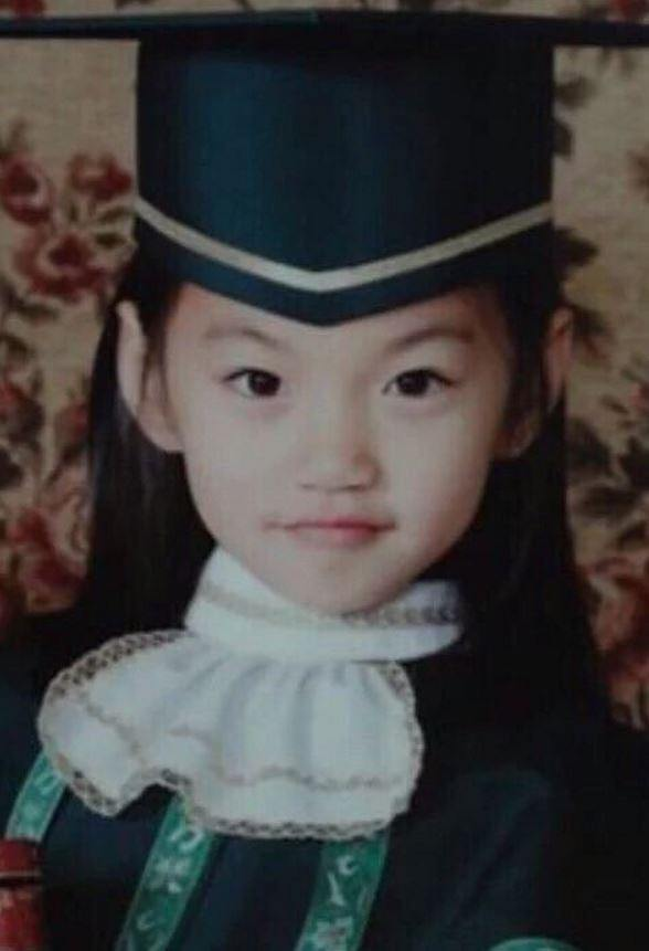 IOI's Doyeon (Childhood photo)/ Dispatch
