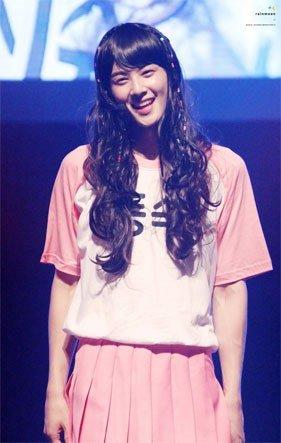 ASTRO's Eunwoo dressing as a girl/ Pann
