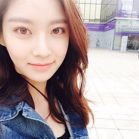 Gong Seung Yeon's naturally light-colored eyes/ Instiz.