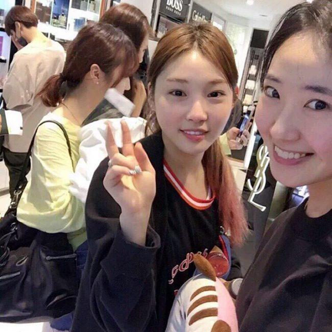 I.O.I Kim Chung Ha and BTS Jungkook spotted in public