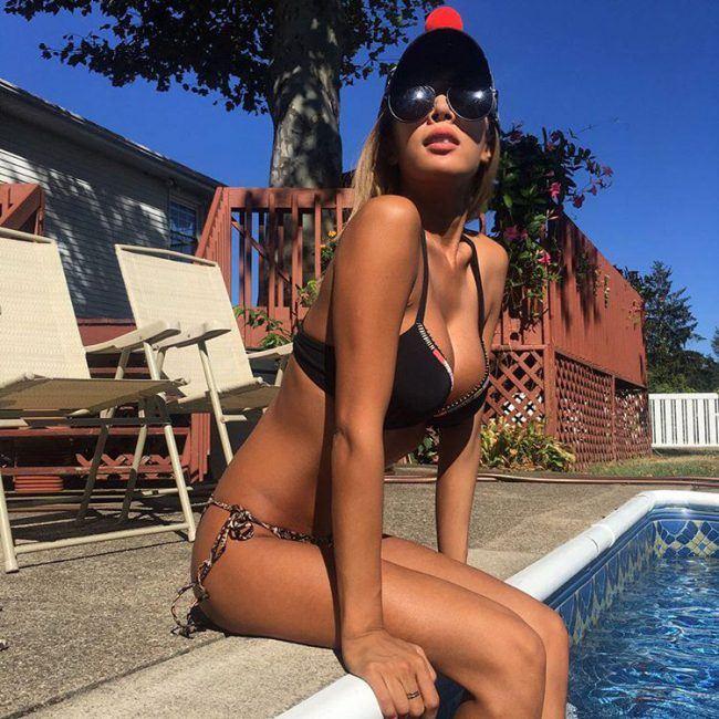 Image: Jessi by the pool in ta bikini / From @jessicah_o Instagram