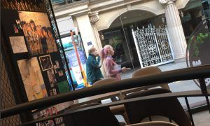 Image: Fantaken photo of Jeong Jinwoon and Wonder Girls' Yeeun spotted on the streets
