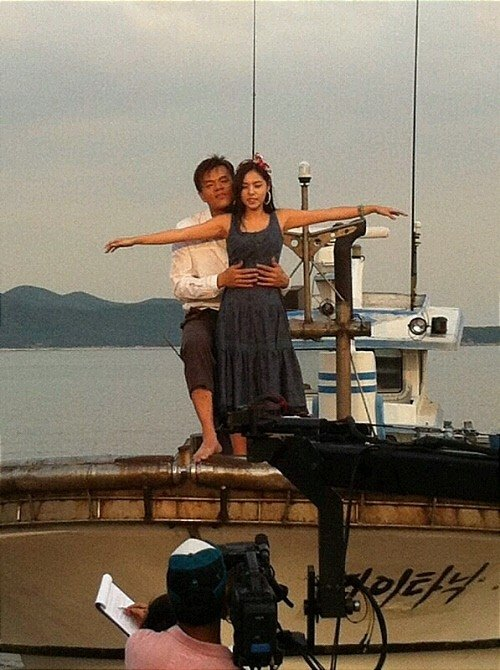 Park Jin Young and Min Hyorin re-enacting the Titanic on SNL Korea