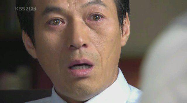 Kim Kap Soo's naturally light-colored eyes/ Instiz.