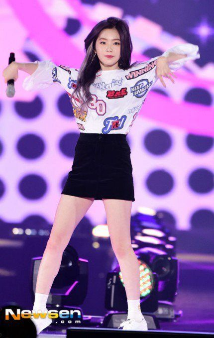 Red Velvet Irene S New Hair Color For Quot Russian Roulette