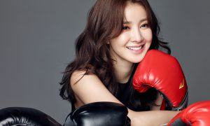 Image: Lee Si Young posing for Star 1 magazine as a female boxer
