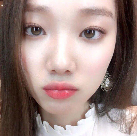 Lee Sung Kyung's naturally light-colored eyes/ Instiz