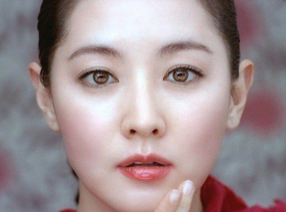 Lee Young Ae's naturally light-colored eyes/ Instiz