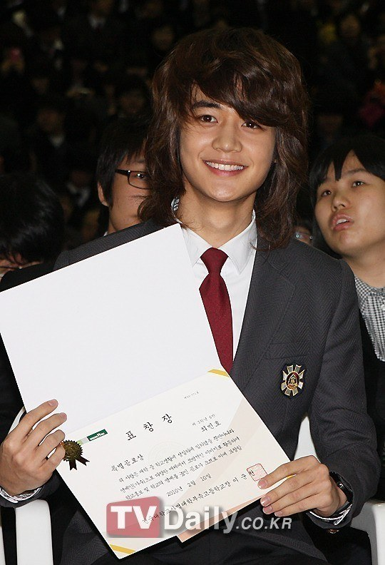 Minho before haircut/ Instiz