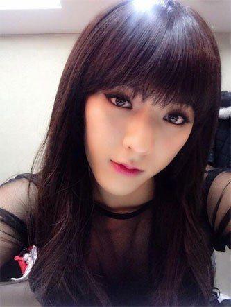 BTOB's Minhyuk dressing up as a girl/ Pann