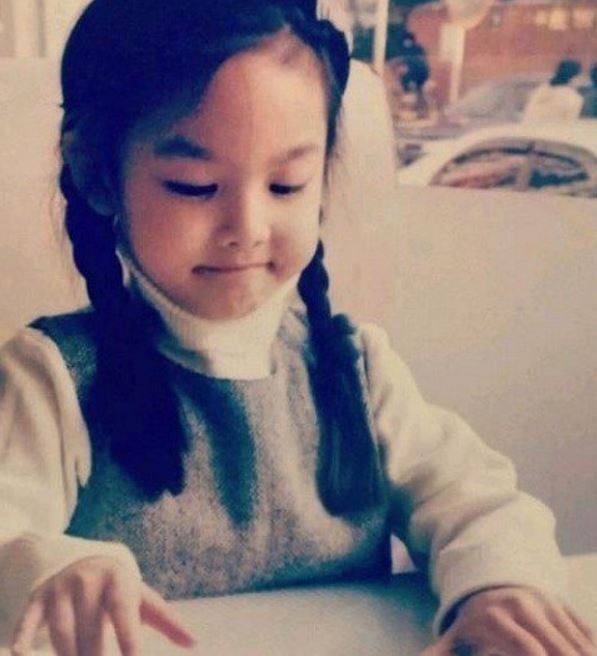 TWICE's Nayeon (Childhood photo)/ Dispatch