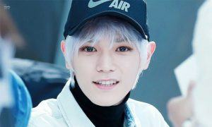 Image: Fan taken photo of NCT Taeyong with silver-white hair