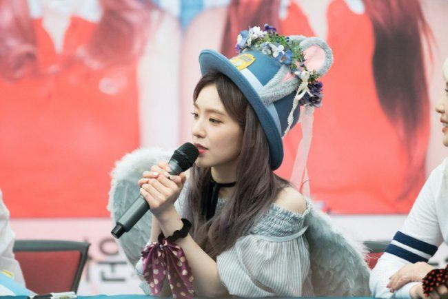 Image: Red Velvet Irene speaks to fans during fan sign event