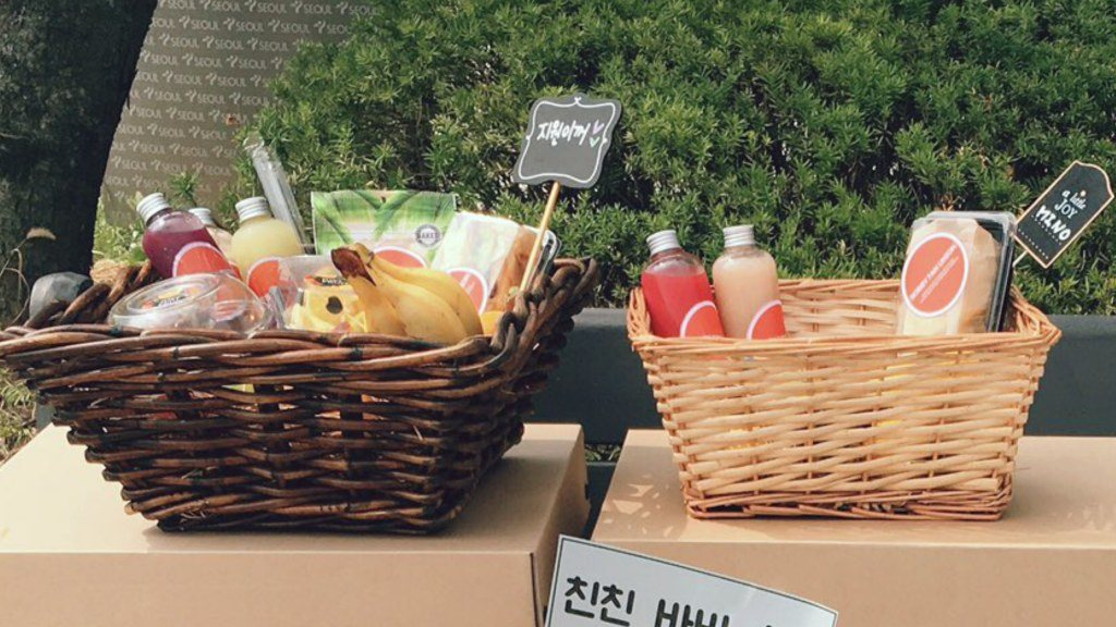 [Left] Bobby's gift basket, [Right] Mino's gift basket sent by Bobby Fan Union