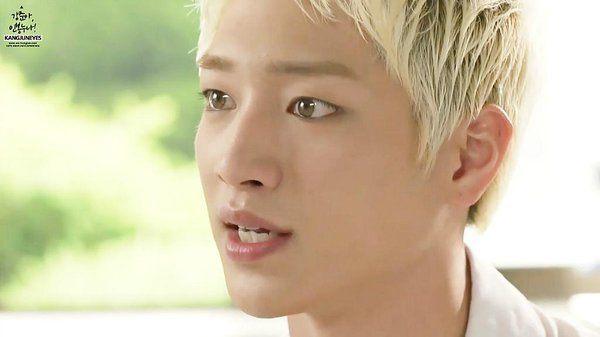 Seo Kang Joon's naturally light-colored eyes/ Instiz