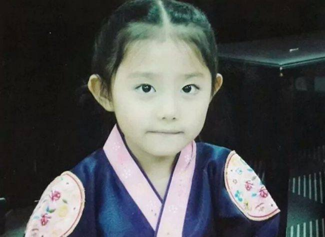 IOI's Sohye (Childhood photo)/ Dispatch