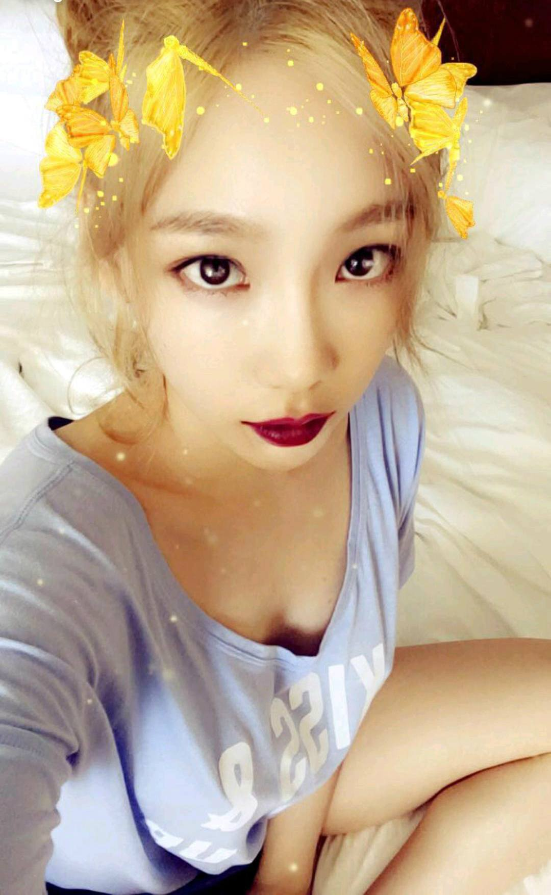 SNSD Taeyeon shares seductive pajama selfie with fans — Koreaboo Red Lipstick Photoshoot