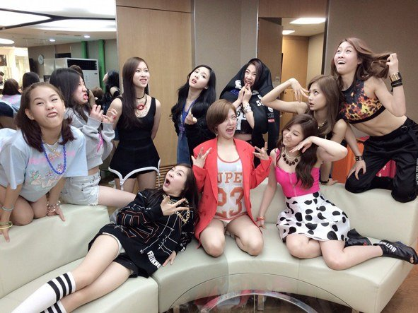 TWICE/ Seventeen (Silly photos)/ Pann