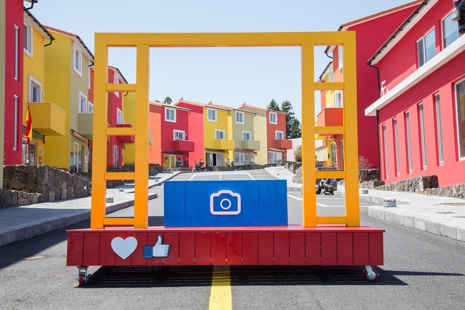 Main entrance and street of Jeju Island's Swiss Village. / Dispatch