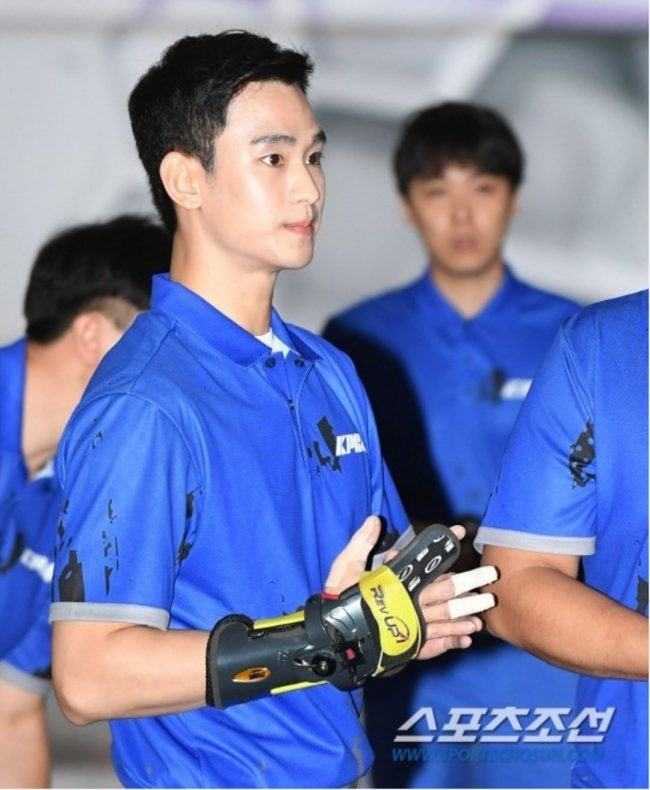 Kim Soo Hyun before the most important bowling match of his life / Bada