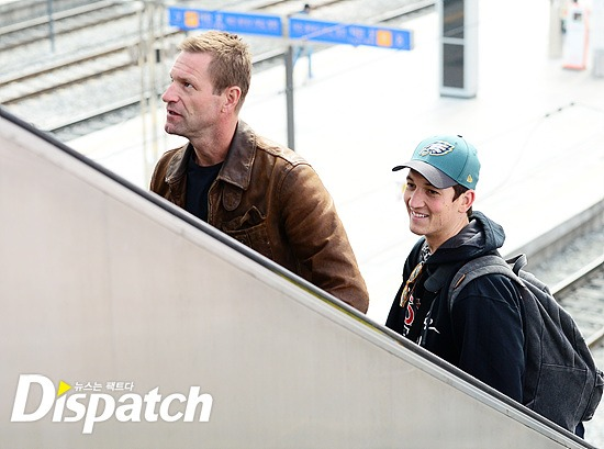 Aaron Eckhart and Miles Telleratthe KTX in Seoul, having returned from Busan / Image source: Disaptch
