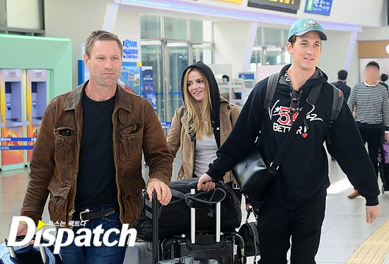 Aaron Eckhart, Keleigh Sperry, and Miles Teller at the Seoul Station / Image source: Dispatch