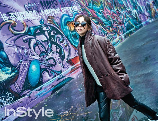 Ahn Sohee in her stylish long brown coat and sunglasses as she coolly walks down the sidewalk