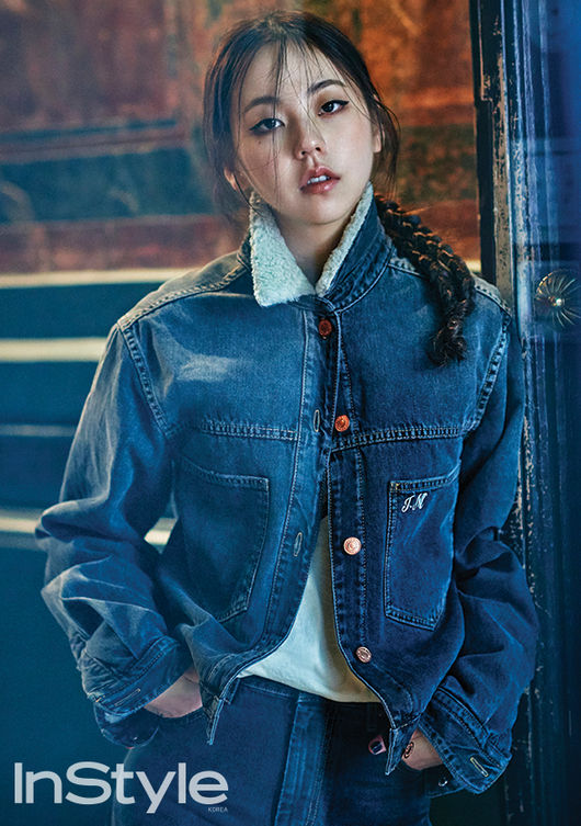 Ahn Sohee coolly poses against a doorway in a jean-inspired outfit
