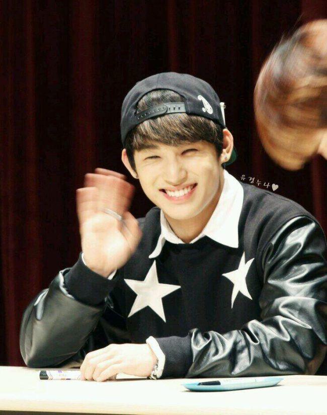 BTOB Hyunsik's eye smile/ Pann