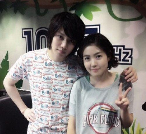 Heechul is polite with actress Shim Eun Kyung