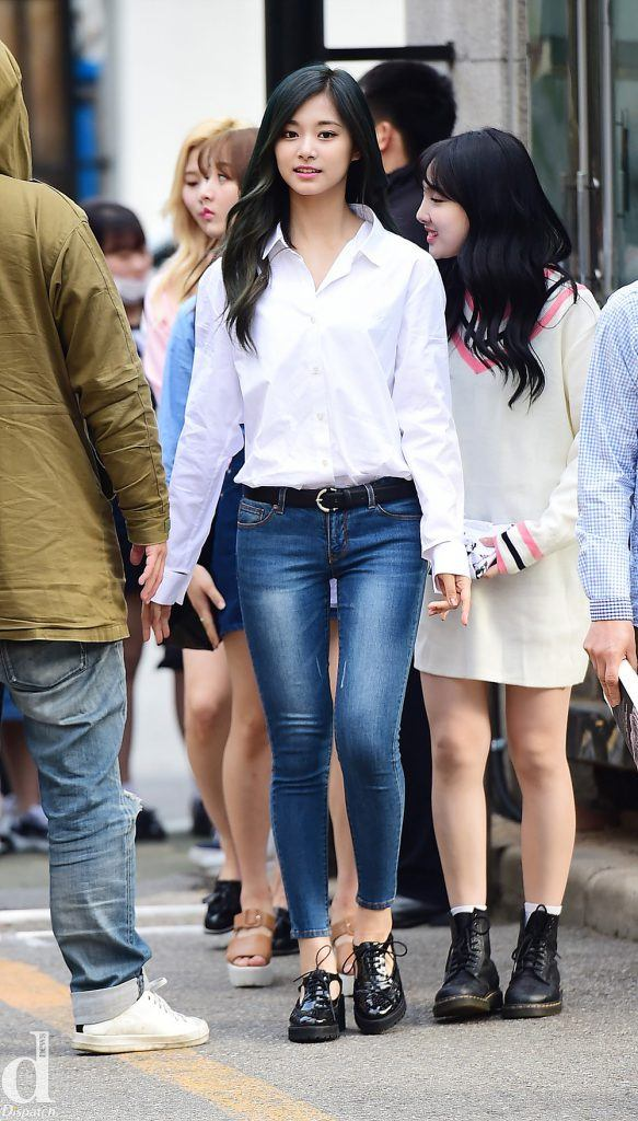 TWICE's Tzuyu is gorgeous dressed in simple blue jeans and white button-up shirt which creates a professional and cleanlook.