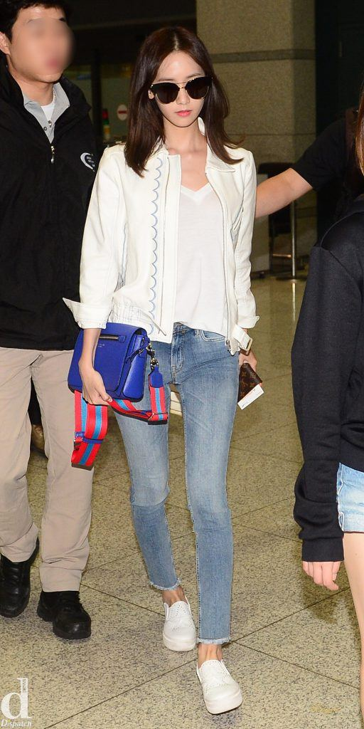 Girls' Generation's Yoona shows off her perfect airport fashion in light blue jeans paired a white shirt, jacket and casual shoes.