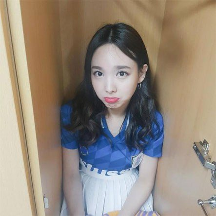 Twice Nayeon- Eldest members that look like makanes/ Pann